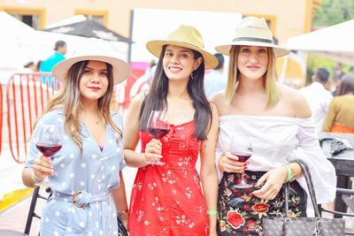Diane Chávez ,Marla Aguilera y Andrea Tinoco