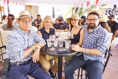 José Manuel Lozano, Aurora Lozano, Gabriela López  y Carlos Lozano