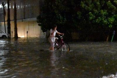 Grandes encharcamientos e inundaciones se registraron la tarde-noche del martes en la zona centro de Torreón.