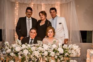 11092019 GRATA CELEBRACIóN.   Nazario y Lupita en compañía de sus hermanos Humberto, Soco y Guillermo.