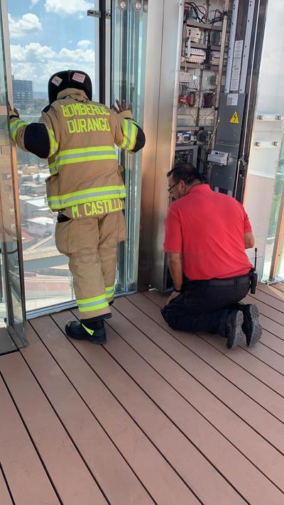 Elementos del cuerpo de bomberos llegaron al lugar.