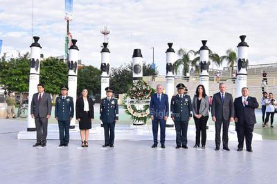 Al respecto de la fecha, la cercanía con las fiestas patrias y el aniversario de Torreón, el alcalde Jorge Zermeño llamó a los ciudadanos a reflexionar sobre los avances que se han tenido en la vida pública.