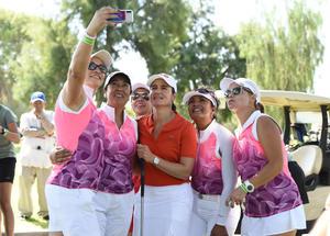 13092019 Las presentes no perdieron la oportunidad de tomarse una selfie con la master de golf.
