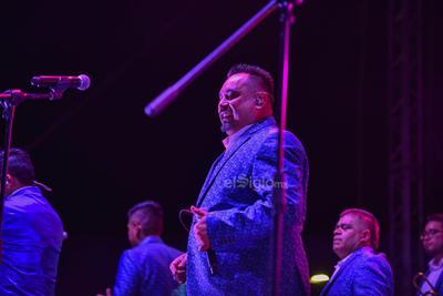 Los Ángeles Azules ponen a bailar a los laguneros
