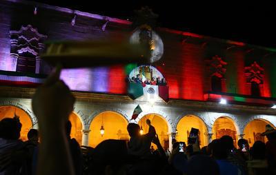 Aispuro hizo el toque de campana, acompañado de la arenga sobre los héroes que dieron patria y libertad.