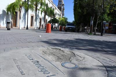 Daño. El pavimento del Paseo Francisco Sarabia ha sufrido los estragos del tiempo.
