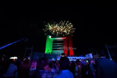 El cielo se vio iluminado por los festejos patrios.