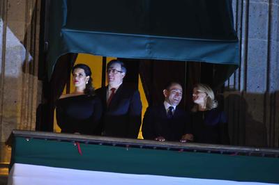 En la imagen, los titulares de Relaciones Exteriores y Hacienda, Marcelo Ebrard y Arturo Herrera con sus respectivas esposas.