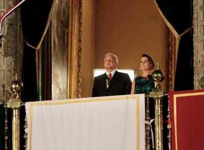 El presidente López Obrador cumplió con el tradicional grito con 20 vivas y marcado toque personal de austeridad.