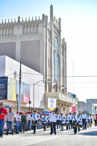 Participaron alrededor de 180 contingentes.