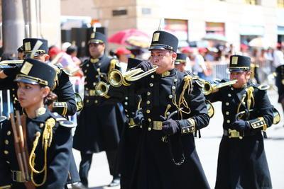 Las bandas de guerra formaron parte del contingente.