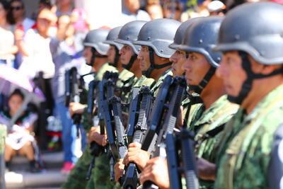 La Guardia Nacional también tuvo representación, al desfilar 72 elementos y utilizar 16 vehículos.