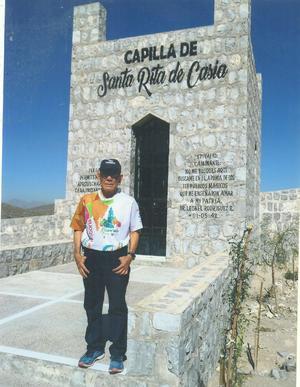 15092019 CORREDOR Y MARATONISTA.  Pablo Nevárez, visitando la Capilla de Santa Rita de Casia, después de haber participado en una carrera en Río Verde, San Luis Potosí.