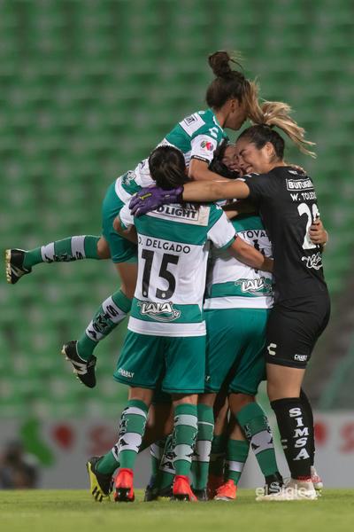 Celebración de gol de Arlett Tovar 4   Santos vs Cruz Azul  juego correspondiente a la jornada 10 de la apertura 2019 de la Liga MX femenil en TSM Oficial - lunes 16 de septiembre de 2019 21:00h