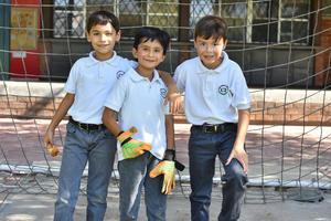 19092019 EN EL COLE.  Emiliano, Leonardo y Jorge Luis.