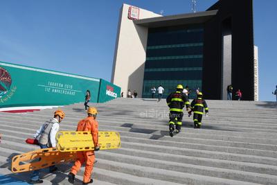 Bajo la coordinación de Protección Civil Municipal, ejecutaron diversas maniobras por supuestas emergencias, tales como personas con diversos tipos de lesiones, rescates en áreas especiales y atención de incendios en general.