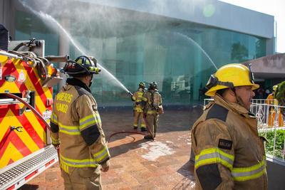 Las propias brigadas internas de los edificios públicos y empresariales realizaron las diferentes acciones.