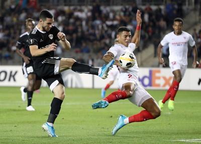 'Chicharito' anota un golazo en la victoria del Sevilla