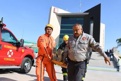 Participación. En esta actividad participaron, además de los trabajadores de la presidencia municipal, elementos de Bomberos, Protección Civil, militares y los mismos rescatistas Topos Azteca, quienes en el sismo del pasado 19 de septiembre de 2017 acudieron a la Ciudad de México a apoyar en las labores de rescate.
