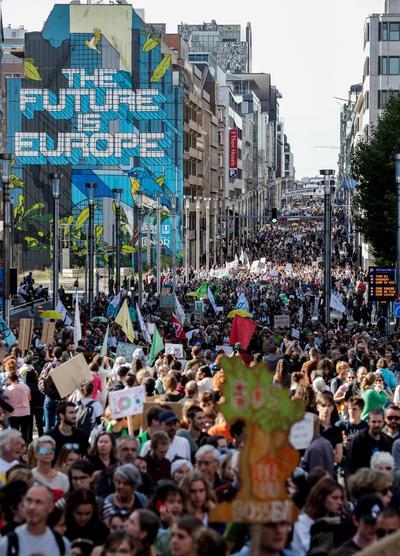 Millones de jóvenes participaron en la huelga por el clima alrededor del mundo.