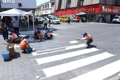 Las calles de Torreón se caracterizan, por lo general, en ser anchas, situación que facilita el tráfico vehicular, no así el tránsito para los peatones.