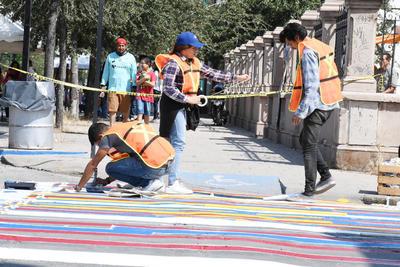 Esta convocatoria fue lanzada debido a la importancia del tema, ya que señalan que los pasos peatonales deben formar parte del espacio público asignado para que de forma segura los caminantes puedan cruzar las calles.