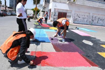 Diferente. Sobre avenida Matamoros de Torreón habrá un paso de cebra diferente, se trata de un colorido tramo en el cruce con Zaragoza.