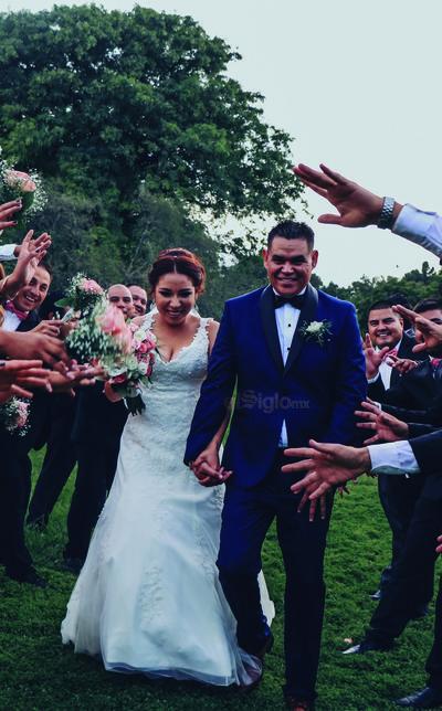 Seguros de que su amor será para siempre, Gilberto Requenes y Elizabeth Moreno contrajeron nupcias el 17 de agosto.