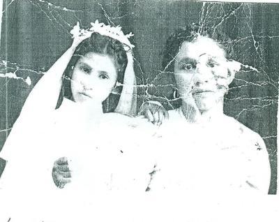 Manuela Juárez Romero y su madrina Ramona (f) en su Primera Comunión en el año de 1947 en Ignacio Allende, Dgo.