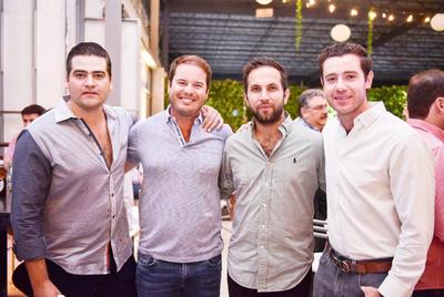 Eduardo,Ricardo,Luis y Rodrigo.