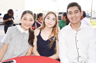 Adanary, Ángeles y Osvaldo.