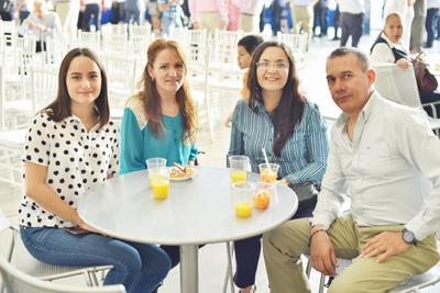 Andrea, Gaby, Cristina y Rafael.