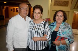 21092019 EN EL TEATRO.  Rubén, Josefina y Yolanda.