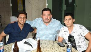 21092019 ENTRE AMIGOS.  Héctor, David y Alejandro.