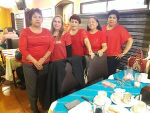 22092019 RECIENTE CELEBRACIóN.  Lili, Norma, Chela, Lupe y Rosy maestras jubiladas festejando las Fiestas Patrias.