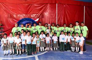 22092019 REGALAN SONRISAS.  Año con año, el Club Rotario de Torreón invita a niños de escasos recursos a divertirse por varias horas en la Feria de Torreón, las damas Rotarias y sus colaboradores, los recibieron con mucho gusto.
