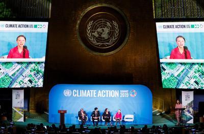 La joven activista sueca Greta Thunberg, líder del movimiento juvenil contra la crisis climática participó en la cumbre.