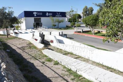 En el olvido. La obra que le dio la bienvenida a las personas provenientes de Gómez Palacio desde 1974 no cuenta con mantenimiento.