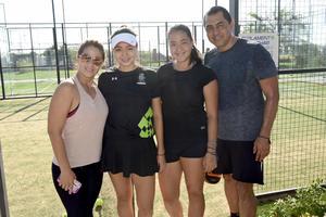 24092019 CLíNICAS DE TENIS.  Edith de Soria, Natalia Soria, Renata Soria y Rafael Soria.
