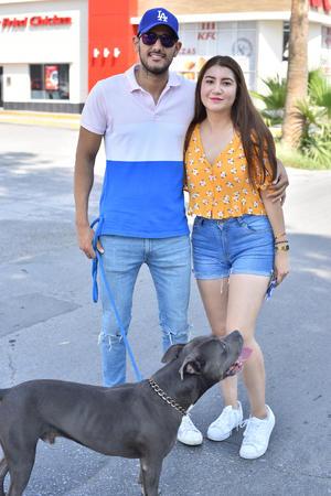 24092019 Julio Cesár y María con su perro.