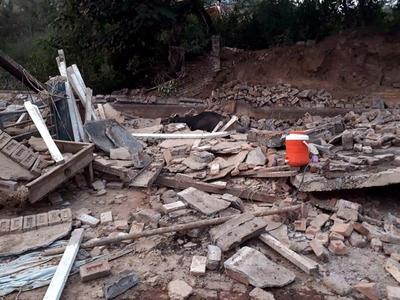 Un sismo causó graves daños al país.