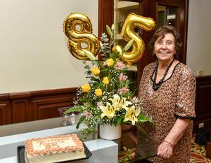 25092019 UN AñO MáS DE VIDA.  La señora Francis celebró su cumpleaños por lo que se encuentra recibiendo felicitaciones.