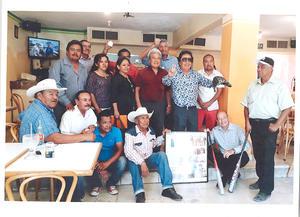 25092019 El 18 de septiembre José Luis Reyes Ramos El Apache, entregó su trayectoria en béisbol, sóftbol y en el canto, a las autoridades municipales y al director del Museo Municipal de Matamoros, Coahuila, profesor Guillermo Santellano García.
