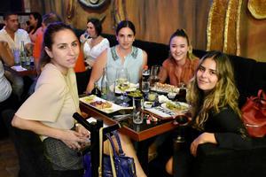 26092019 Momo, Ana Isabel, Verónica y Ana Karla.
