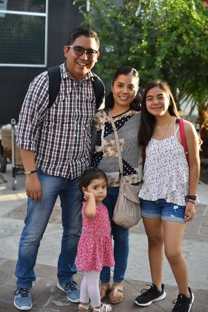 26092019 VEGAN FEST.  Javier, Camila, Marcela y Marijo.