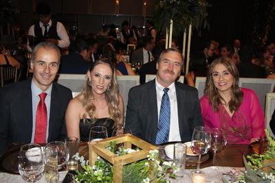 Agustín Mijares, Ivonne Herrera, Rubén Mijares y Patricia de Mijares.