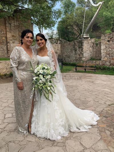 Annie junto a su mamá Mercedes Vázquez.
