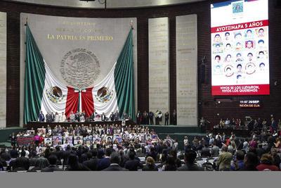 Padres de los 43 normalistas en San Lázaro.