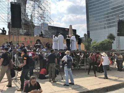 Homilía en honor a los estudiantes de Ayotzinapa a la sombra del monumento a la Independencia.