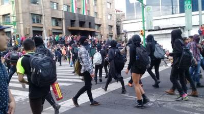 Actos vandálicos durante la marcha por los 43.